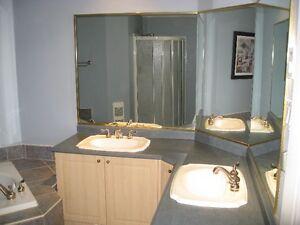 Salle de bain complète en très bon état