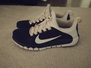 Mens size 9 nike free trainer shoes