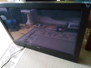 AKAI PDP42Z5TAC 42 INCH PLASMA TV FOR PARTS OR REPAIR
