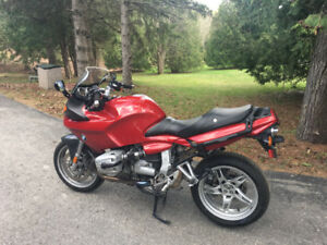 Ultimate Cruisin Machine! 2004 BMW R1100S in great condition.