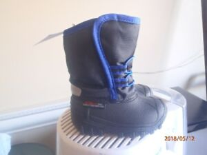 Boy's winter boots (2 pairs)