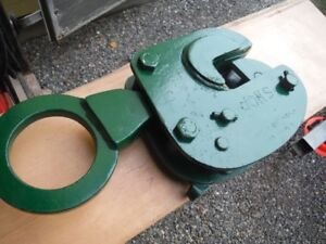 Clamp for lifting steel plate