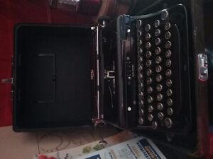 VINTAGE ROYAL TYPEWRITER...BLACK IN CASE   1930's 100.00 obo
