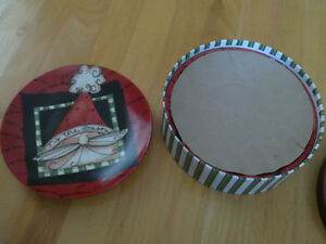 Brand new in box holiday theme set of 4 dessert plates London Ontario image 5