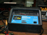 MARINE BATTERY CHARGER 10 AMP .AUTO. / MAN.