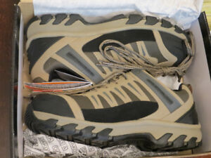 brand new men's CSA safety shoes size 10.5