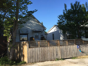 Beautiful smaller house with Riverview in Elmwood