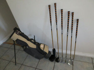 Kid's PowerBilt RH Golf Clubs