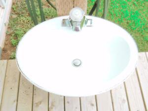 Bathroom Sink & Taps