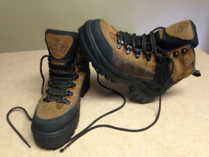 B.U.M. Insolent Thinsulate hikers, sz7M, worn once $50.