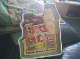 Haunted house cake tin/pan