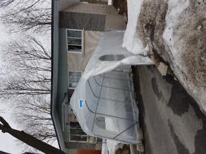 Abri d'auto 11 x 20 x 8.8 avec bloc en beton, ancrage en ancier.