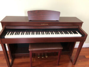 Piano Yamaha CLP430. In excellent condition