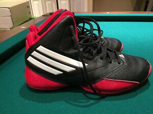 souliers de basketball grandeur 6.5