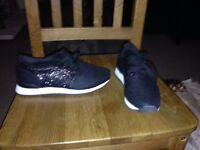 Woman's black sport trainers - size 5