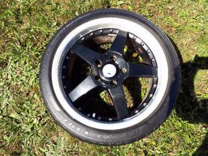 4 mags 17 pouces gris argent/noir et pneus Low Profile 215/40R17