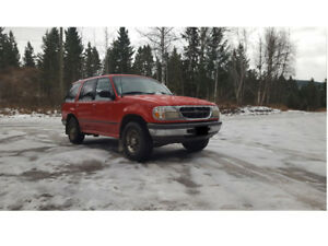 1998 Ford Explorer High Country Edition w. trailer hitch