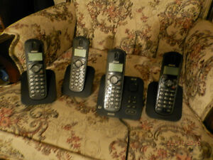 Philips home phone 4 set, answering machin good batteries