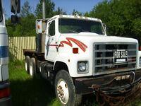 1987 IHC Tandem bed truck