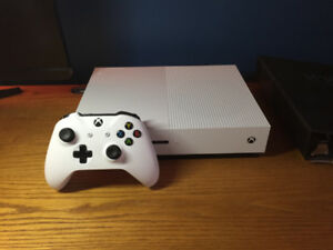 Xbox One S White 500GB + Extras (Perfect Condition)