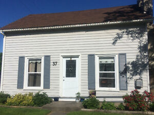 Charming 2 Bedroom Duplex in Picton! Available August 1st