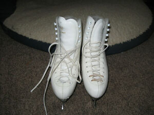 Ladies Risport Figure Skates, Size 8 - Gananoque
