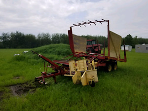New Holland 1033 automatic square bale wagon stackliner