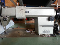 JUKI DDL-5550 INDUSTRIAL SEWING MACHINE WITH STAND AND FOOTPADLE