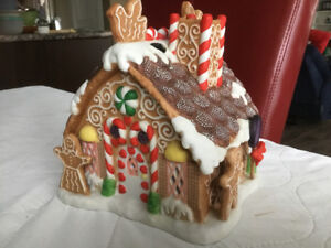 * * * * PARTYLITE GINGERBREAD T-LITE HOUSE * * * *