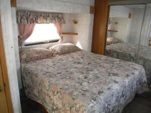 32 Foot Montana 5th Wheel - 3 tip outs Stratford Kitchener Area image 4