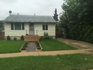 Top Floor 2 bdrm Home for Rent (utilities incl.) Avail. Oct 1