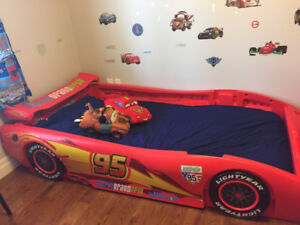 Disney Cars Convertible bed (toddler to twin)