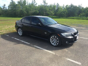 2011 BMW 3-Series 328 i Xdrive Sedan
