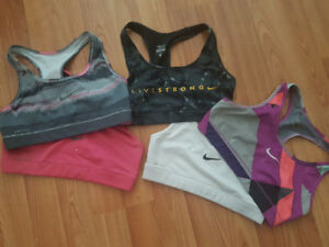 Perfect Condition discontinued womens size small Nike sports bra