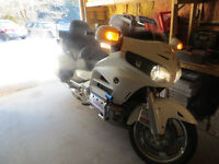 2014 honda goldwing touring like new with low kms