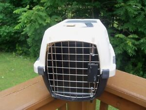 Pet Taxi Carrier for Cat or Small Dog! by Pet Mate
