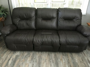 STRATFORD - Real Leather 3 Seater Recliner Stratford Kitchener Area image 1