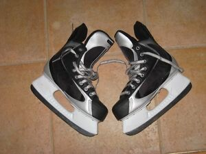 Nike Quest Hockey skates - size 4R - for sale