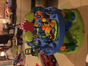 Baby play saucer with interactive toys Kitchener / Waterloo Kitchener Area image 2