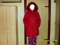 2  manteaux d'hiver en duvet avec de la vraie fourrure.