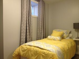 BEAUTIFUL ROOM - 5 MINUTE WALK TO SHERIDAN COLLEGE OAKVILLE