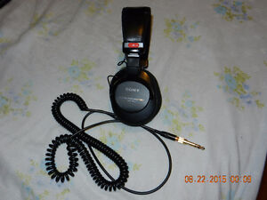 SONY HEADPHONES MDR-7506 +  HEADPHONES BEYER DYNAMIC DT100