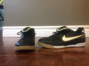 Soccer cleats size 2Y