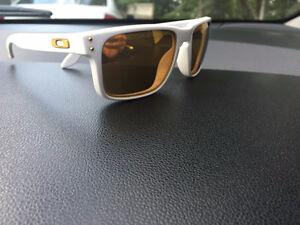 Sunglasses Oakley Holbrook Rare White Frames