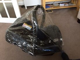 Maxi-Cosi car seat, with isofix base and raincover