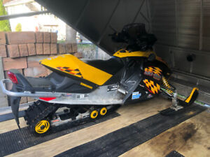 2004 skidoo rev 600 sdi and 2010 forest river enclosed trailer