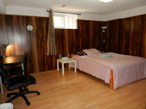 Big Furnished Room Burnhamthorpe Rd. / Dixie Rd Near Airport