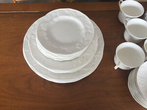 Wedgwood Strawberry & Vine Dishes For Sale
