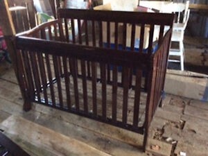 Baby crib,,transforms to bed.. Gatineau Ottawa / Gatineau Area image 1