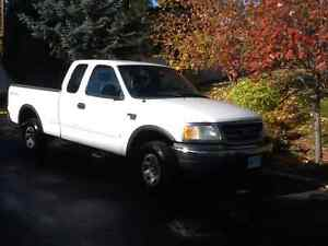 2001 Ford F-150 XLS Pickup Truck